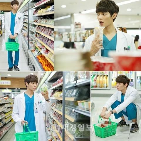 SHINeeのミンホ(ミノ)のドラマ撮影の合間にプライベートなコンビニでの買い物姿 (2)