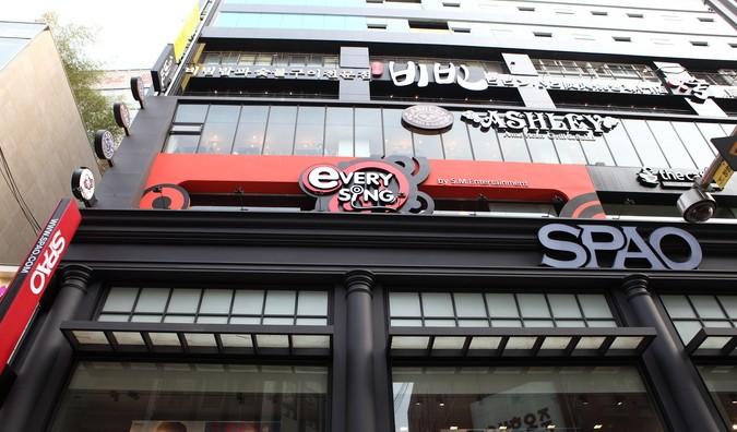 江南に着いたら、まずはシャイニーがよく行くと言われているカラオケ店のeverysingからです。