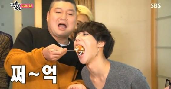 SHINee メンバーが食べ物に必死で喰らいつく姿・・見たくない? (7)
