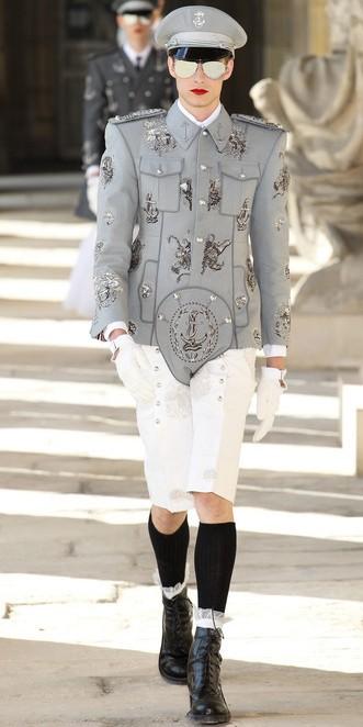 SHINeeの楽曲「Everybody」の衣装、実は「アメリカの超!有名ブランド」だった?! (3)
