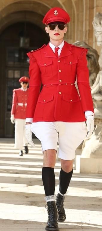 SHINeeの楽曲「Everybody」の衣装、実は「アメリカの超!有名ブランド」だった?!